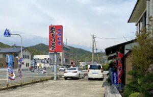 移動の途中でお昼ご飯昭和の時代漂う、えびす亭へ。海鮮丼はネタが新鮮で、ご飯も炊き込んで…