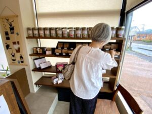 最近、密かに通っている春藤珈琲焙煎所に行って来ました昔、コーヒー屋さんに勤めていたコーヒ…