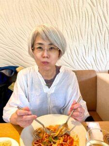 住所変更絡みで神戸へ。雨が上がってよかったガーデンレストランで昼食を頂きましたが、パ…