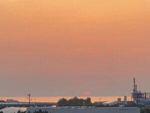 おはようございます今朝の日の出です靄があるところは、まだらな感じですが、抜けた途端、…