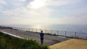おはようございます久々の散歩写真。何だか、朝日に対して靄みたいなものが見えています。…