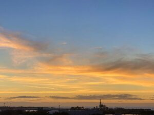 おはようございます今日も気持ちいい天気です今朝のご来光部屋から、こんな景色が眺められ…