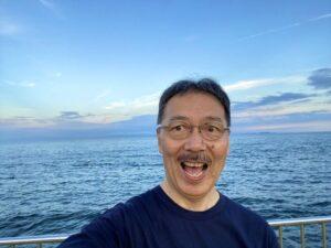 最近、運動不足気味であったため、今日は夕方に、いつもの最寄りの海まで散歩して来ました休日…