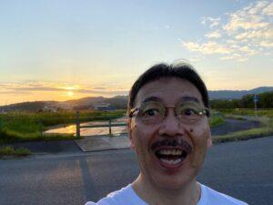 今日も夕方散歩南風の時は、関空に着陸する飛行機が、淡路島上空を通過していきます海へ出…