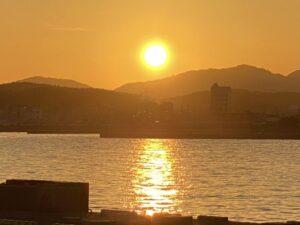 今日も淡路島は、晴天☀️でとても気持ちいい天気でした❣️ 雲もほとんどなく、夕日がとても綺麗だっ